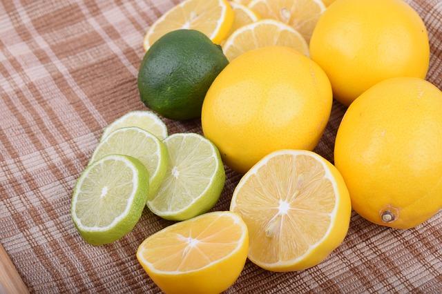 citroen en limoenen-gesneden en Onbesneden