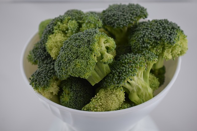 verse broccoli in een kom